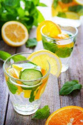 Fototapeta Dewy napoje z ogórka, pomarańczy i cytryny