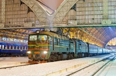 Fototapeta Diesel pociąg pasażerski w Lwowie