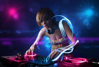 Fototapeta DJ odtwarzania muzyki z efektami światła i światła elektro