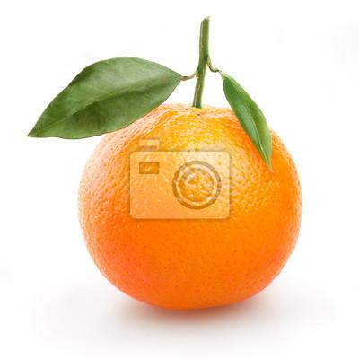 dojrzałe pomarańczowy z liśćmi na białym tle