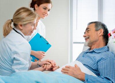 Fototapeta Doktor rozpatrywania chorób  w szpitalu