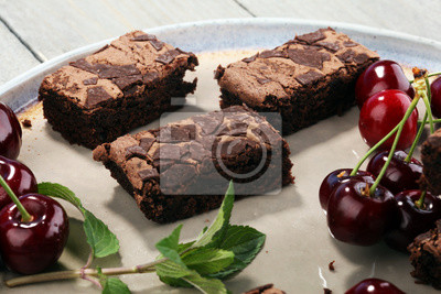domowe ciasteczka czekoladowe na rustykalnym stole. Brownie piekarnia.