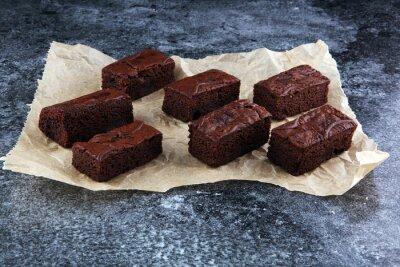 domowe czekoladowe ciasteczka na szarym tle, koncepcja ciasto czekoladowe