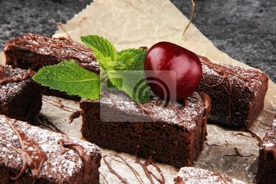 domowej roboty czekoladowe ciasteczka na szarym tle vintage, koncepcja ciasta czekoladowego