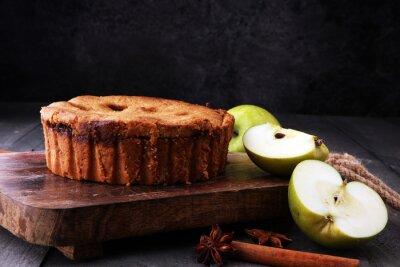 Domowej roboty Organicznie Jabłczany Pasztetowy deser na drewnianym tle
