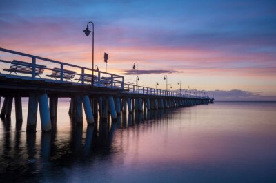 Fototapeta Drewniane molo o wschodzie słońca