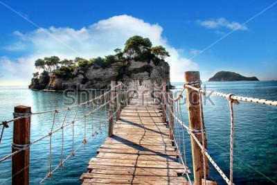 Fototapeta Drewniany most z widokiem na morze używane do wyspy z palmami. Do najbardziej linowy. Znajduje się na wyspie Zakynthos w Grecji.