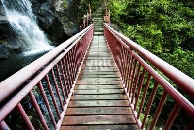 Fototapeta Drewno most zwodzony w Hongkongu w lecie