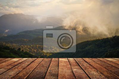 Fototapeta Drewno, taras z widokiem na wzgórza perspektywy górskich i mgły.