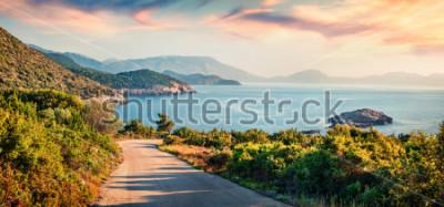 Fototapeta Droga do plaży Ierussalim. Malowniczy poranny pejzaż morski z Morza Jońskiego. Imponujące wschód słońca na wyspie Kefalonia, Grecja, Europa. Podróże koncepcja tło.