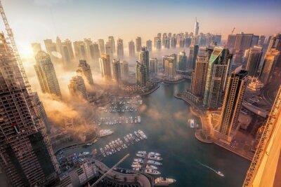 Fototapeta Dubai Marina z kolorowe słońca w Dubaju, w Zjednoczonych Emiratach Arabskich
