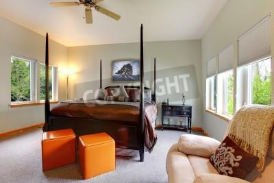 Duża Sypialnia Z Pięciu Okien I Czarnym łóżko Postu Z Brązowej Fototapety Redro