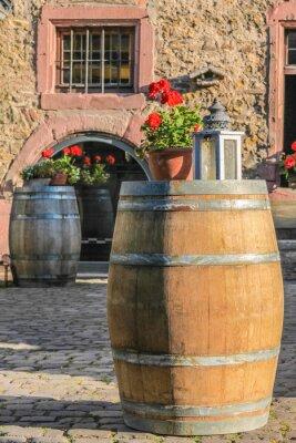 Fototapeta Duże drewniane beczki na winnicy