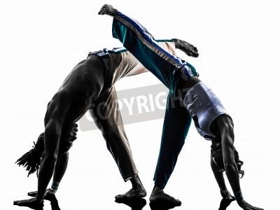 Fototapeta dwie osoby, para tancerzy tańczących w Capoiera studio sylwetka na białym tle