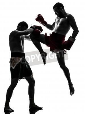 Fototapeta dwie rasy ludzi wykonujących Thaiboxing w studio sylwetka na białym tle