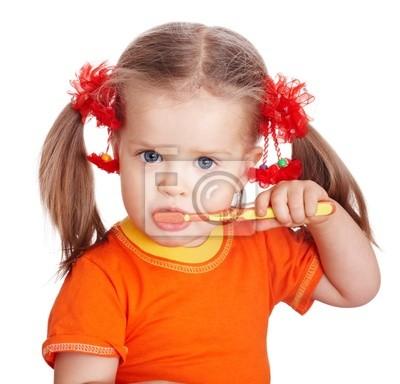 Dziecko dziewczyna czyste pędzla zębów. Samodzielnie.