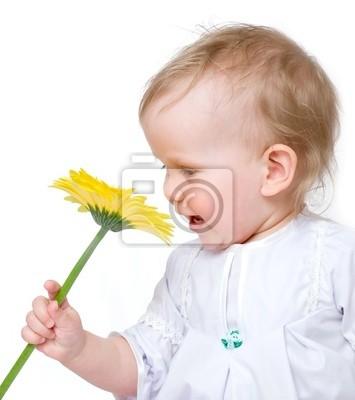 Dziecko z kwiatami