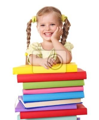 Dziecko ze stosu książek.