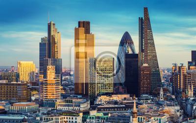 Fototapeta Dzielnica banku centralnego Londynu znanych wieżowców i innych zabytków o zachodzie słońca z nieba - Londyn, Wielka Brytania