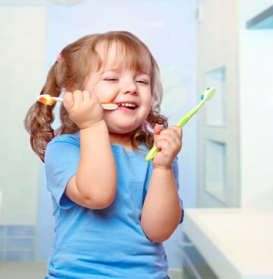 Fototapeta Dziewczyna jej szczotkowanie zębów