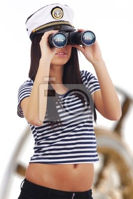 Fototapeta Dziewczyna kapitan stojących na jachcie patrzy przez