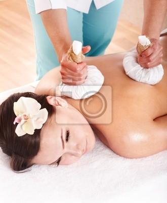 Dziewczyna o Thai Jurek skompresować masażu.