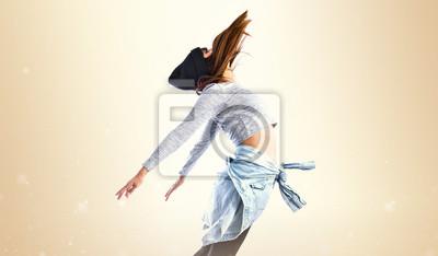 Fototapeta Dziewczyna skoków w stylu hip hop