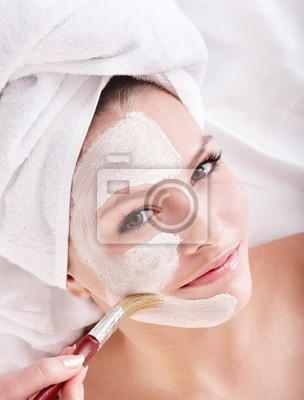 Dziewczyna z gliny twarzy maskę .