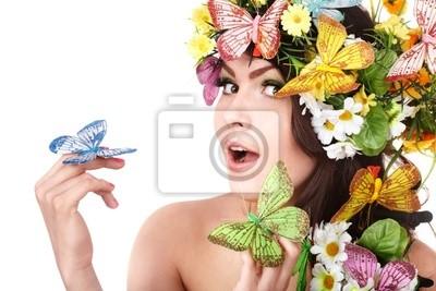 Dziewczyna z Motyl i kwiat na głowie.