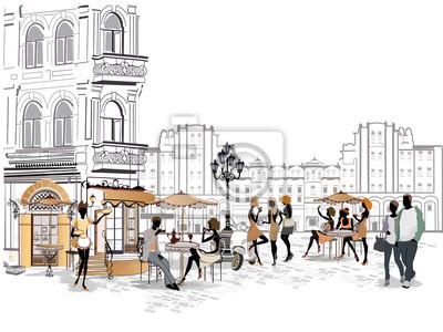 Dziewczyny mody w ulicy kawiarni. Ulica kafejka z kwiatami w starym mieście. Kelnerzy służą do stołów.