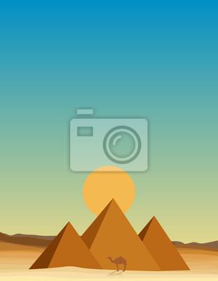 Egipt pustyni z piramidy o zachodzie słońca