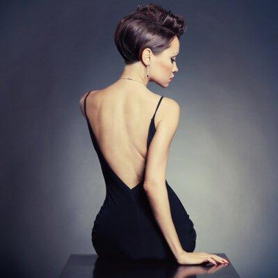 Fototapeta Eleganckie damy w strojach wieczorowych