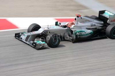 Fototapeta EPANG, Malezja - 23 marca: kierowca Mercedes Michael Schumacher Niemiec dysków podczas Grand Prix Malezji Petronas sesji treningowej na obwodzie Sepang F1 23 marca 2012 w Sepang w Malezji.