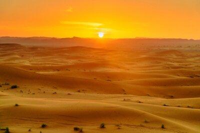 Erg Chebbi Wydmy piaszczyste w pobliżu Merzouga w zachodzie słońca. Maroko