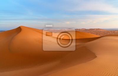 Erg Chebbi Wydmy wydmowe w pobliżu Merzouga rano, Maroko