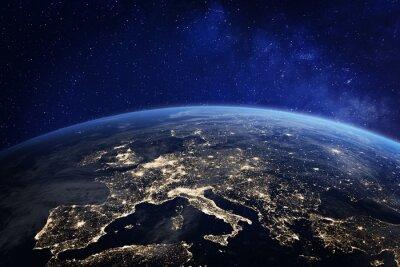 Fototapeta Europa nocą z kosmosu, światła miasta, elementy z NASA