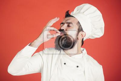 Fototapeta Fachowy szefa kuchni mężczyzna seansu znak dla wyśmienicie. Męski szef kuchni w bielu mundurze z perfect znakiem. Poważny zadowolony brodaty szef kuchni, kucharz lub piekarz gestykuluje znakomicie. Go