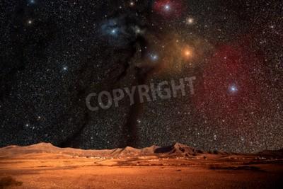 Fototapeta Fantastyczny krajobraz innej planety. Pustynia Noc z gwiazdami i galaktykami