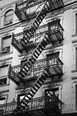 Fototapeta Fasada z ewakuacyjne czerni i bieli - New York