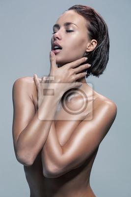 Pozująca naga kobieta