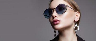 Fototapeta fashion portrait of Beautiful sexy woman in sunglasses and jewelry
