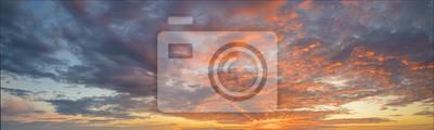 Fototapeta Fiery zachód słońca, kolorowe chmury na niebie