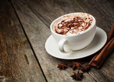 Fototapeta filiżanka kawy i fasoli, laski cynamonu, orzechów i czekolady na woo