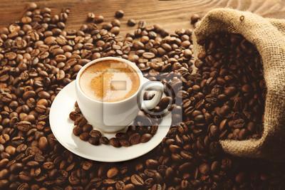 Filiżanka kawy i torba na fasolach