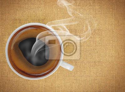 Filiżanka kawy na fakturze lnu