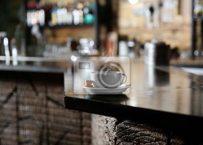 Filiżanka kawy na licznik baru