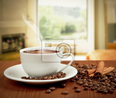 filiżanka kawy z cynamonem i fasoli