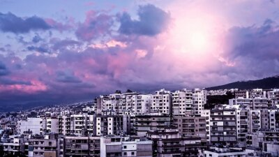 Fototapeta Fioletowy zachód słońca nad miastem