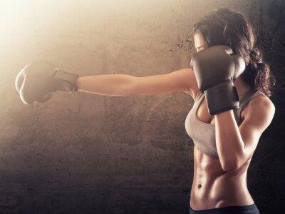 Fototapeta Fitness kobieta z rękawice bokserskie wykrawania