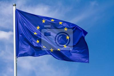 Fototapeta Flaga Europejski zjednoczenie falowanie w wiatrze na flagpole przeciw niebu z chmurami na słonecznym dniu, zakończenie